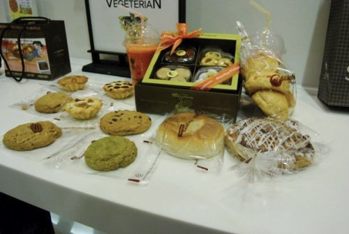 "Ooh look, it's vegan delights from Sticky Fingers Bakery: South Korea! What, you are saying, Sticky Fingers is where? Oh but it's true! Vegans are EVERYWHERE and all of us want COOKIES. So how is Sticky Fingers: Seoul edition? Here is the report from our international correspondent, Carrie Lorig:  Sticky Fingers was good for Korea. There were Mexican wedding cookies which always pleases me. I dragged two meat grinders with me and they said it was better than usual baked goods in Korea. But as far as vegan treats go, it was no America. I would've liked some higher quality ingredients and more spices. Still! a very welcome respite in this very not vegan country.  There you have it: pretty all right, especially for the country. Maybe because my traveling centers around the question: ""Where can I eat delicious vegan food in this place?"" but, I would totally go there. Wouldn't you? At least for the novelty—which does wear on a person living in a place for a long time. But on a trip, absolutely. You have to explore! We of course wish Carrie the best of luck with her vegan adventures. Thanks for the trans-Pacific news, Carrie!"