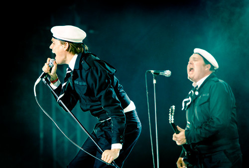 tiriltronic:  2010-06-17 - The Hives @ Black Stage. PHOTO: Andreas Carlsson/ROCKFOTO