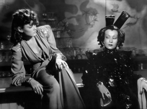 Gene Tierney and Ona Munson, The Shanghai Gesture, 1941 Gene Tierney's costumes by Oleg Cassini, Ona Munson's costumes by Royer via toutlecine.com