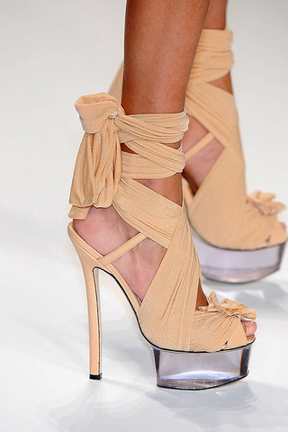 I really want this Fendi glass-platform Shoes! Spring 2010 Collection