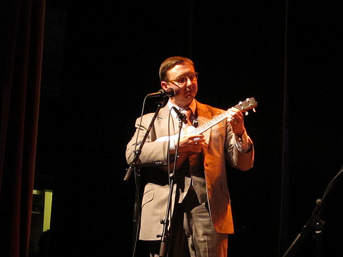 John Hodgman & His Ukulele (by katbaro)