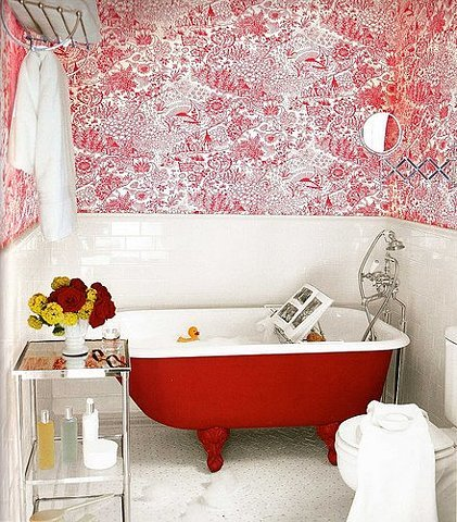 (via hymnstothelastritesofyouth) ________ a red bath is a good idea for my future bathroom
