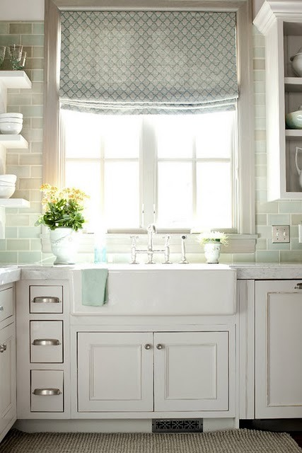 myfarmhouse:    sunny kitchen by Leslie