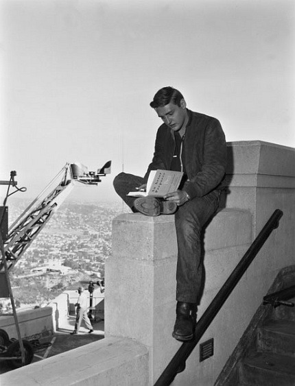 awritersruminations:  Dennis Hopper reading on location for Rebel Without a Cause