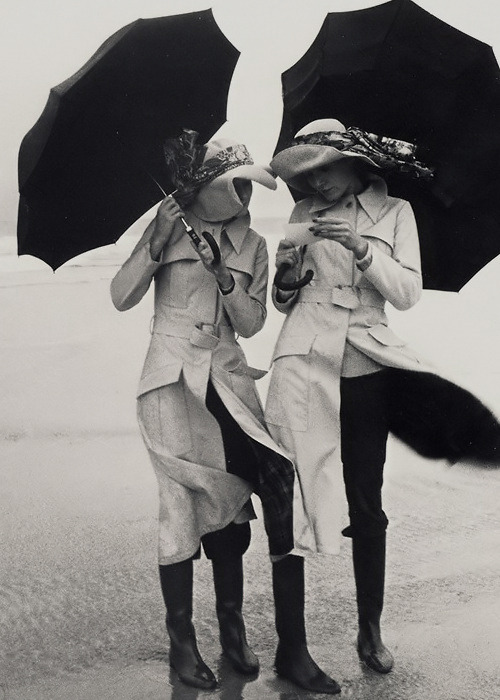 Guy Bourdin (via ana_lee: Wear a hat!)