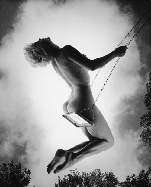 Marilyn Monroe erm…swinging naked