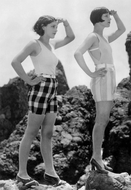 calivintage:  louise brooks and evelyn brent  (via qsdaydream)