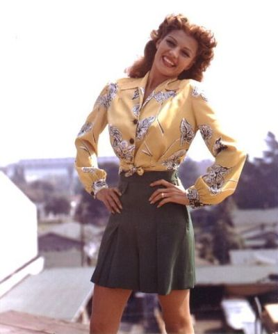 mamagrubbs:  justicepirate:  Rita Hayworth flickr   She looks amazing. *jealous*
