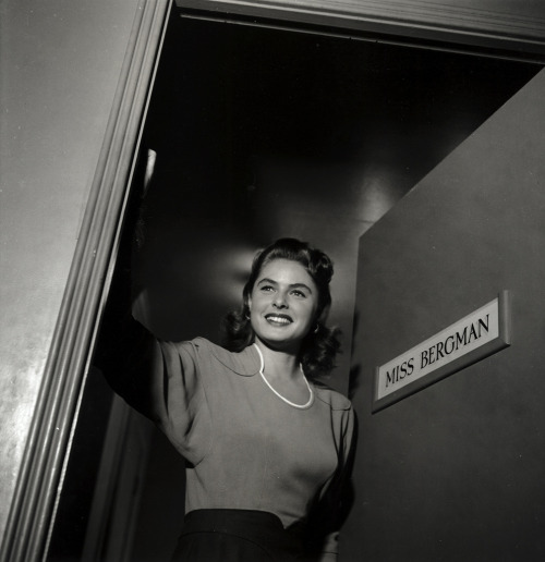 The actress Ingrid Bergman in the doorway of her dressing room in Hollywood. The picture was taken in 1945 during the production of the film Notorious by Alfred Hitchcock. Photo: K W Gullers