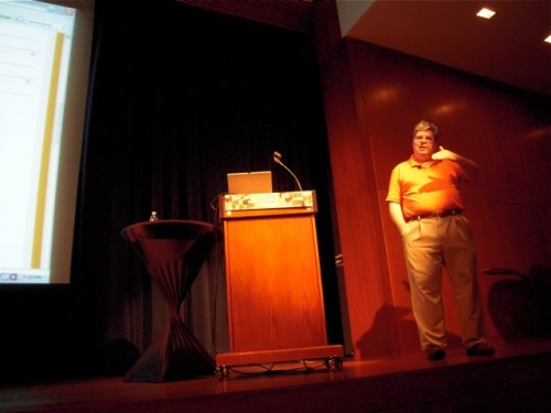 Steve Krug and USABILITY! - It's Not Rocket Surgery Voices That Matter Web Design Conference 2010 - Day 2  During his presentation at #VTM_WD, Steve reviewed attendees' websites and provided his thoughts and tips. His presentation was delightful. Funny dude! =)