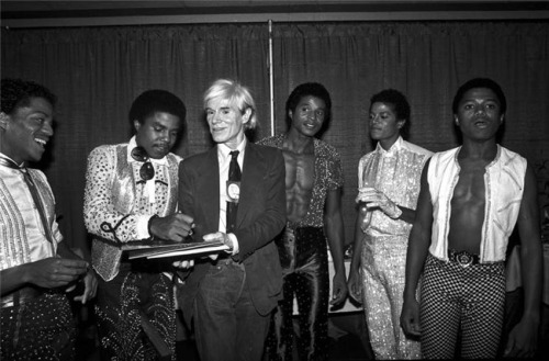 suicideblonde:  Andy Warhol and the Jackson 5 photographed by Lynn Goldsmith, 1984