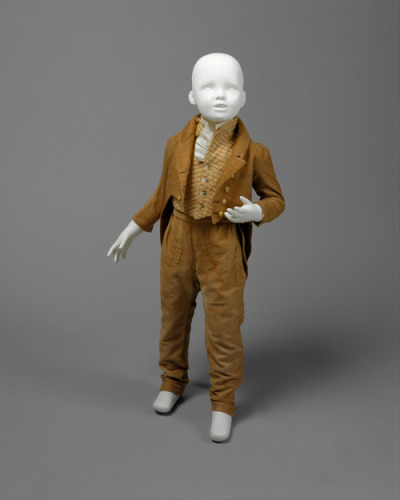 defunctfashion:  Boys Suit | c. 1810 | American I love how they are trousers and not breeches, that is very unusual for boy's clothing of the era. Typically wearing long pants was a right of passage that occured around a boy's 12th birthday. I want this in my size. I am loving this color, maybe I will try to create a man size version for me?