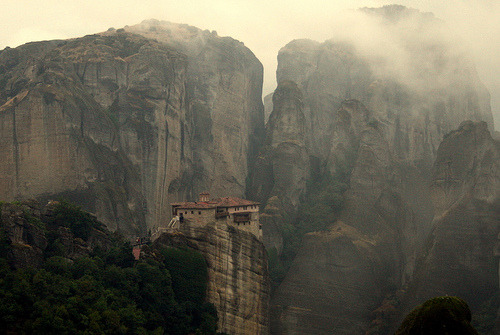 ギリシャ・メテオラ 孤高の僧院  via -cityoflove: Meteora, Greece by Jana..(very busy)