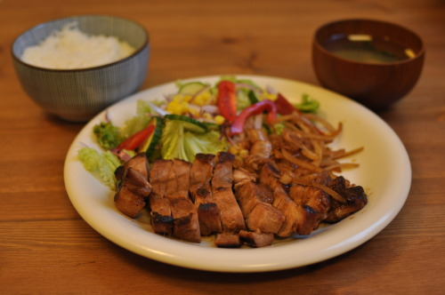 Some time ago, husband had marinated some pork in miso and put it in the freezer. Yesterday, he decided to finally use it! <3 It was DE.LI.CI.OUS.
