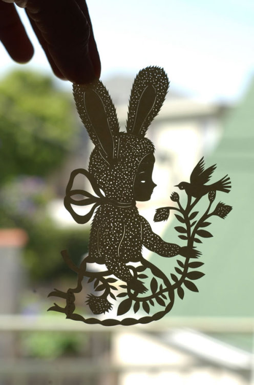 Beautiful paper cutout by Elsa Mora.  Even the front page of her website is amazing. (Image via Design You Trust)