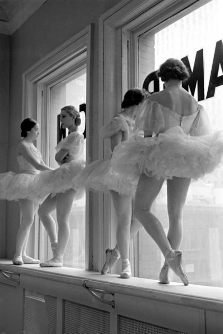 "Alfred Eisenstaedt, ""Intermission: The American Ballet,"" 1937 (from forgottencorners)"