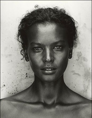 Feed your eyes. Always fresh face'ded, Liya Kebede. Incase you didn't know she's the 11th richest model in the world.