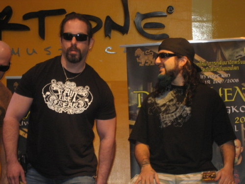 JP moonlights as Mike Portnoy's personal bodyguard. Not too fucking surprising really…