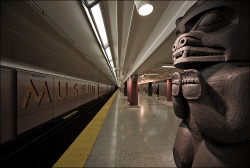 htmlwings:  Museum, aka my favourite subway station  :D  Lookit! That vanishing point! Aw yeh, most relevant subway station ever.