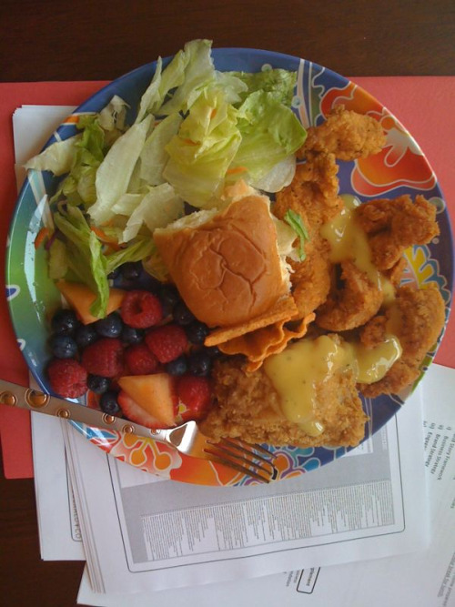 whatiatethisyear: Fried chicken, chicken tenders, onion sauce, salad, berries, bread.