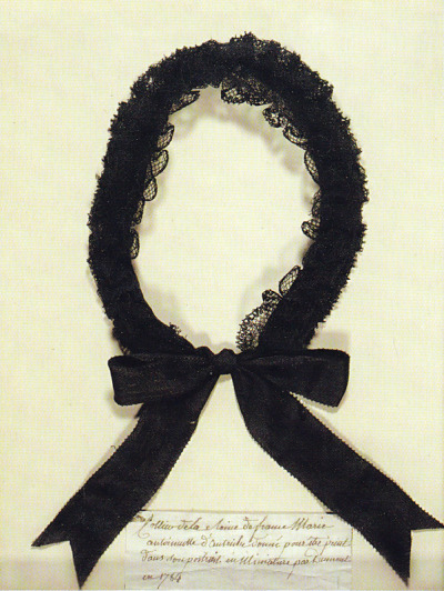 vivelareine:  A serre-tête (head band/head ribbon) worn by Marie-Antoinette, most likely on a hat or bonnet.