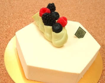 Sweets and cakes are really popular in Japan.