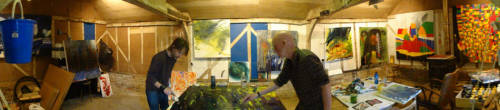 Thom Yorke painting in the shed w/ Colin Greenwood. C'est bon.