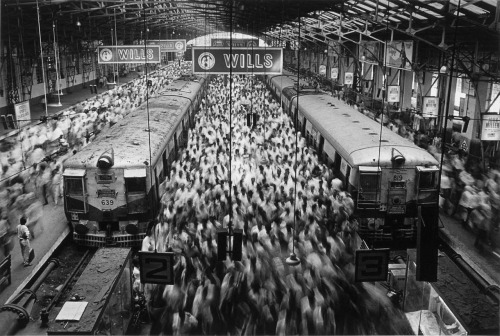 Sebastião Salgado | Churchgate Station, Mumbai, India, 1995
