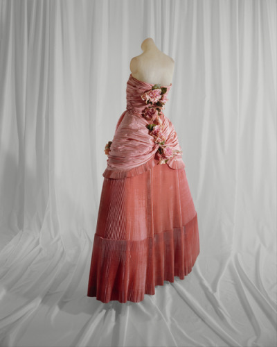 This Balenciaga ball gown from spring-summer 1948 was inspired by Marie Antoinette and her famous fashion sense.