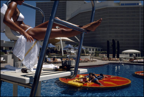 Caesar's Palace hotel, 1982.Harry Gruyaert (via Slate)