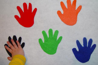 teachpreschool:  thehomeschoollearninglane:  High 5 Color Game from toddlertoddler.com