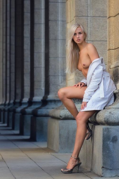 randomemorandum:(via erotic-amusement, photolubitel) - Bonjour Mesdames