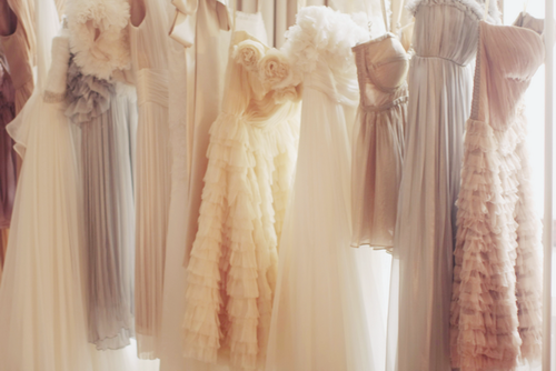 (via miaaami) So many pretty grecian chiffon dresses :)