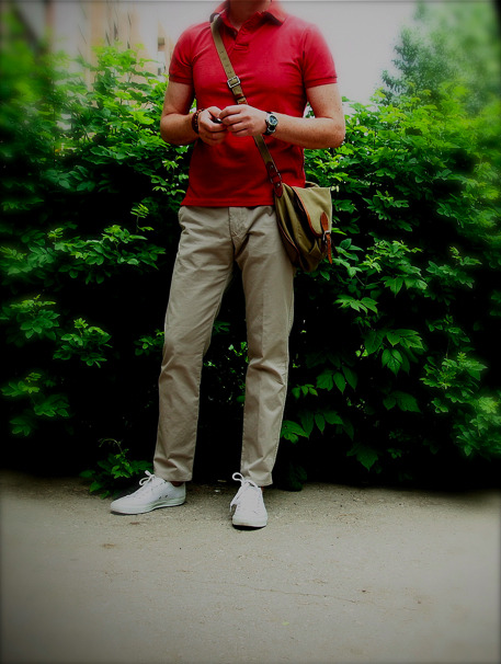 As promised, here's a casual shot of Igor from Russia.  I love the Spring Courts with no socks, the high hem on the khakis, and the boldly-colored, well-fit polo.  These are simple elements, but everything's impressively executed.  The result is a casual outfit that's still striking.