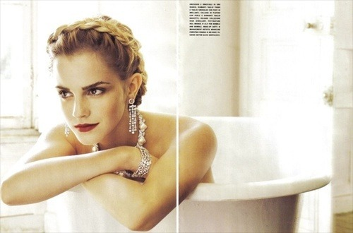 timeforserendipity:  Oh hello Emma Watson. I like your hair.