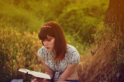 Reading on sunset (by Spazi angusti)