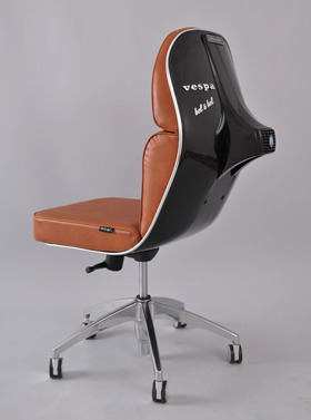 hardgraft:  Vespa seat by Bel&Bel (via)