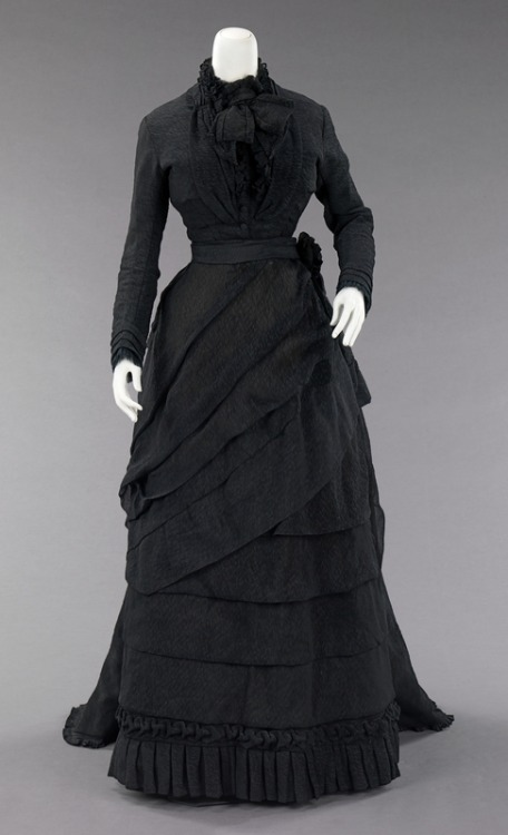 mourning dress ca. 1870 via The Costume Institute of The Metropolitan Museum of Art