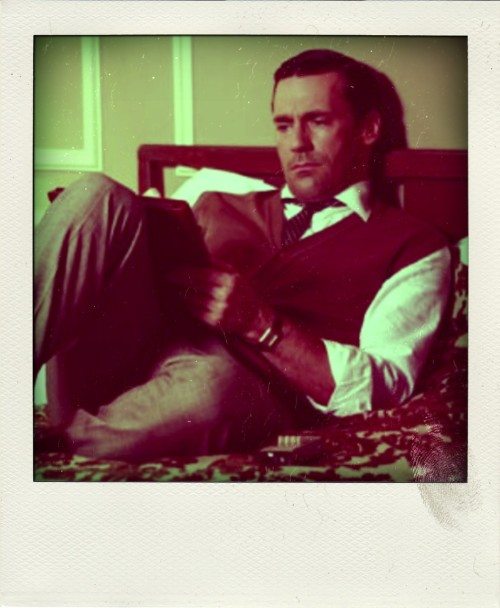(via polaroidsofhotguysreading)