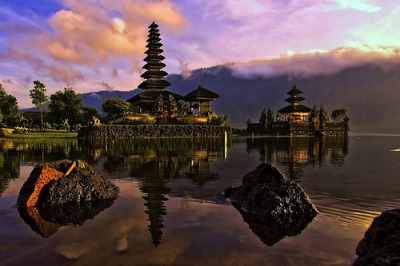 Morning by the lake - Pura Ulun Danu, Bedugul, Bali © Mio Cade