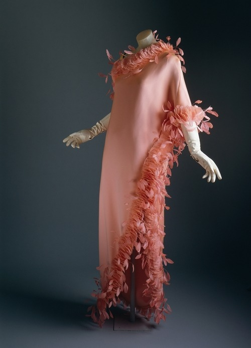 Givenchy | c. 1968 This is a re-post but it is good enough to look at it again! The feathers of this dress are stripped down to the tip to create an artificial profile. Indicative of the couture in seeking an improvement even on nature, these contrived feathers elaborate on the feathers' natural shaping to create a self-conscious artifice. The shorter feathers have been anchored into a scallop pattern that overlaps to imitate a scale or coat in nature, but there is no element left to chance or to nature's carelessness. The longer plumes are affixed at the stem to be tremblant and animated on the dress.