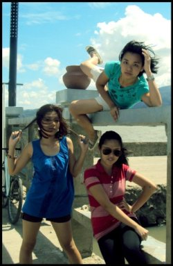 MY BESTFRIENDS. :)  Tasha, wearing green Marj, red. :) And yes, me wearing blue even though you can't see my face.