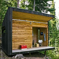 Modern Off-Grid Signal Shed in Oregon