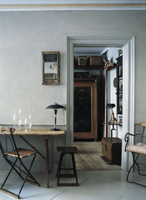 fullbloom:  verhext:  helloaldrin:  via niceroom:  a home in copenhagen (morning's light)