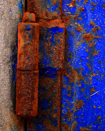 mystery-bunny: quickwitter: rust and blue paint - Damienne Bingham