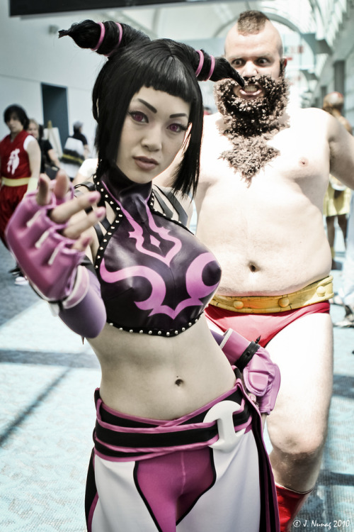 udonchan:  2425:   maonnnn:   kazcorp:   cosplaygirl:  Watch out! Zangief is gonna get you! | Flickr - Photo Sharing!