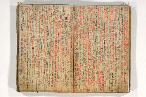 artistjournals:         Japanese notebook.        Found here.         (via freakyfauna)