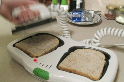 "thedailywhat:  Toaster Design Concept of the Day: Shay Carmon's ""Toaste/E/R"": Bread toasting and defibrillation — together at last. (Why are the best things in life so impractical?) [nerdalicious.]    Dear God."