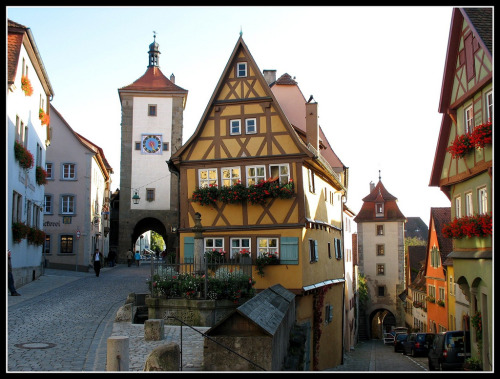 fuckyeahprettyplaces:  Rothenburg ob der Tauber, Germany.   someday! i wish!