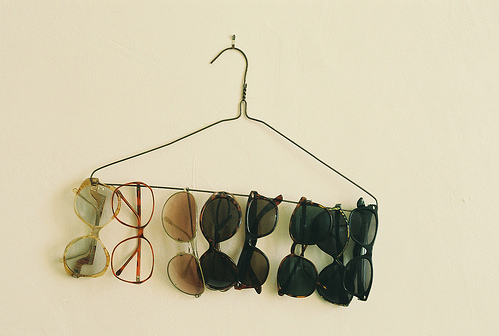 A simple unqiue way to hang your pretty shades! acolorfulmassacre:  panda-addiction:  (via sequinbuttons)
